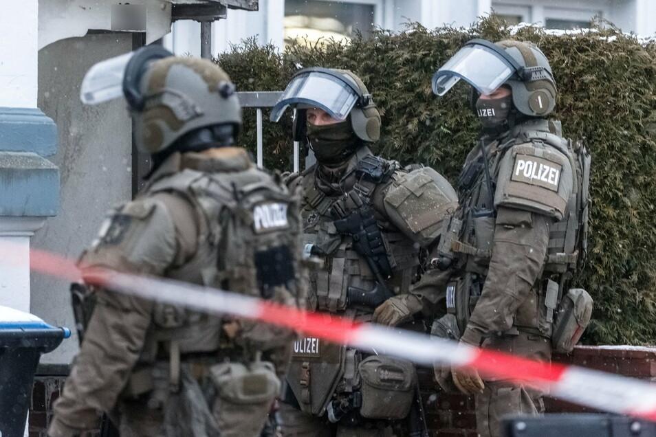 Bei einer Durchsuchung in Chemnitz rückte auch ein Sondereinsatzkommando an.