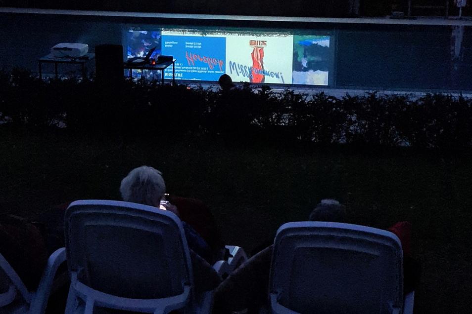 Im Bilzbad in Radebeul hatte am Samstagabend das diesjährige Sommerkino Premiere. Auch das Wetter spielte mit.