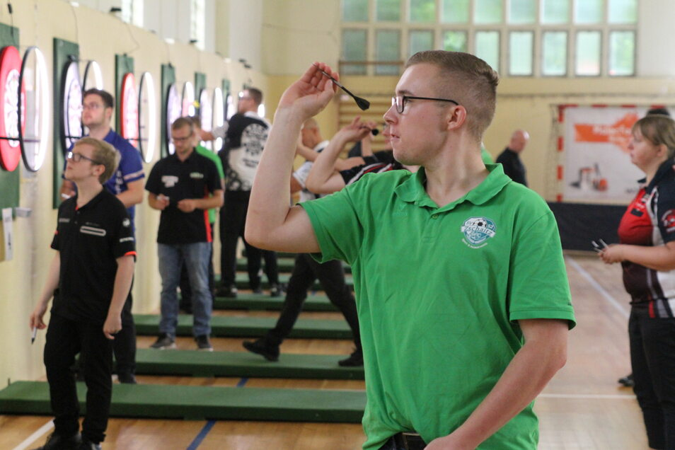 Justus Jentsch konzentriert sich auf den Wurf.