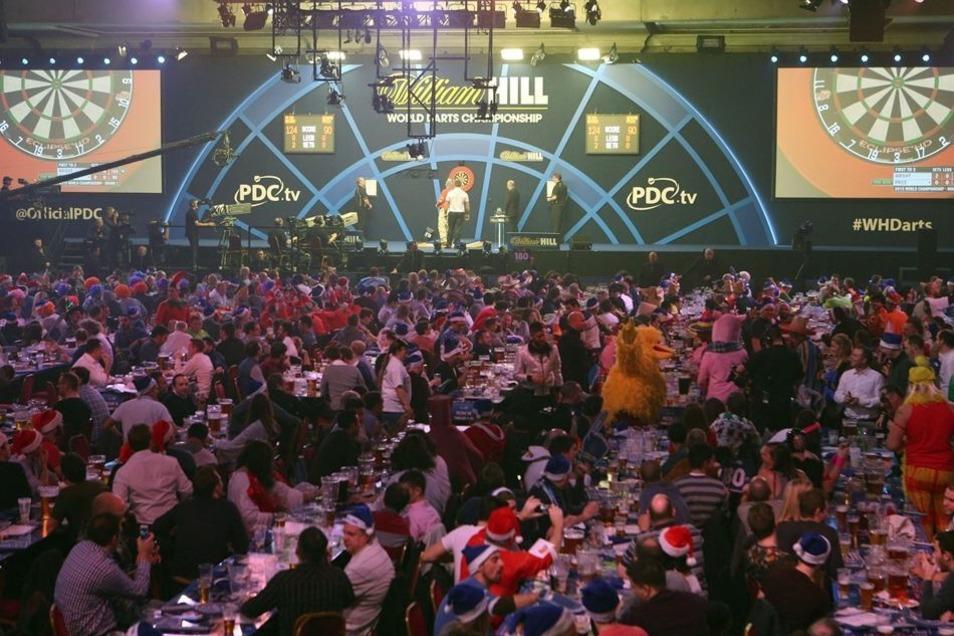 Die WM im Londoner Alexandra Palace bewegt sich zwischen Ballermann und Karneval – Weltsport in der Bierhalle eben.