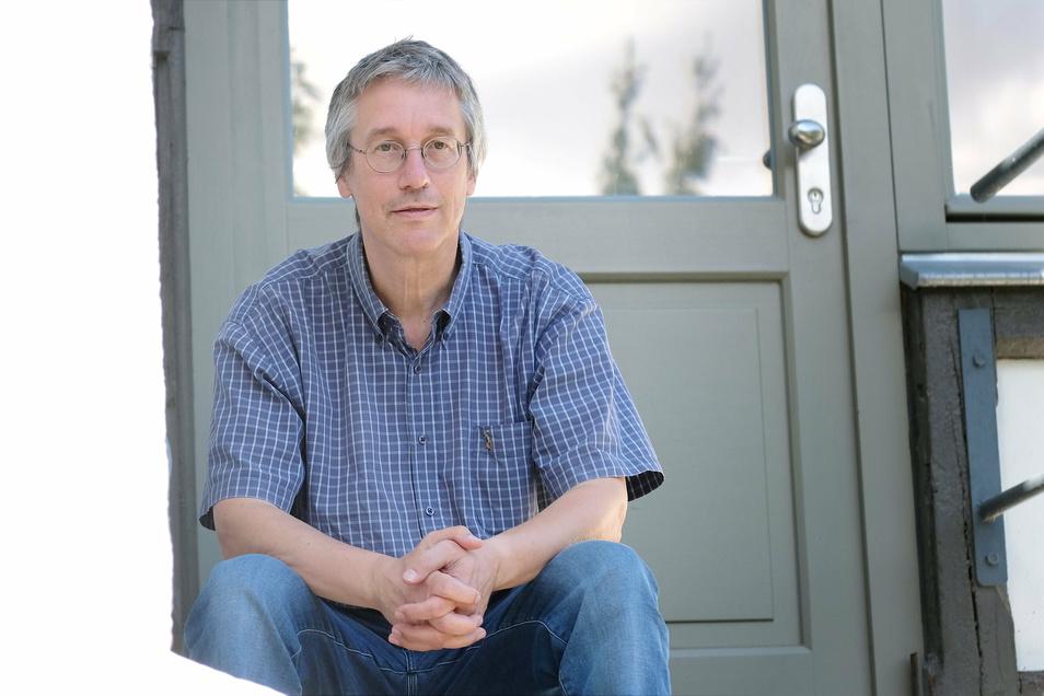 """""""Wir finden eine Lösung"""": Dr. Knut Hauswald an seinem Architekturbüro am Kapellenweg."""