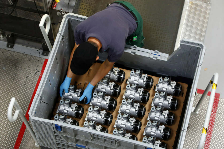 Tausende Kompressoren für Autoklimaanlagen laufen täglich in Straßgräbchen vom Band. Sie sind alle für Fahrzeuge mit Verbrennungsmotoren produziert. Im kommenden Jahr soll dann die Elektro-Ära in Straßgräbchen beginnen.