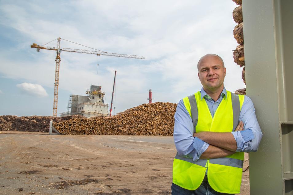Ende Mai oder Anfang Juni will Thomas Kienz das neue Biomasseheizkraftwerk von HS Timber Productions in Betrieb nehmen. Vorher warnt der Manager die Kodersdorfer jedoch vor möglicher Lärmbelästigung.