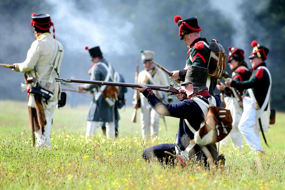 Unterwegs im Gelände bei Kittlitz bei einem nachgestellten Gefecht.