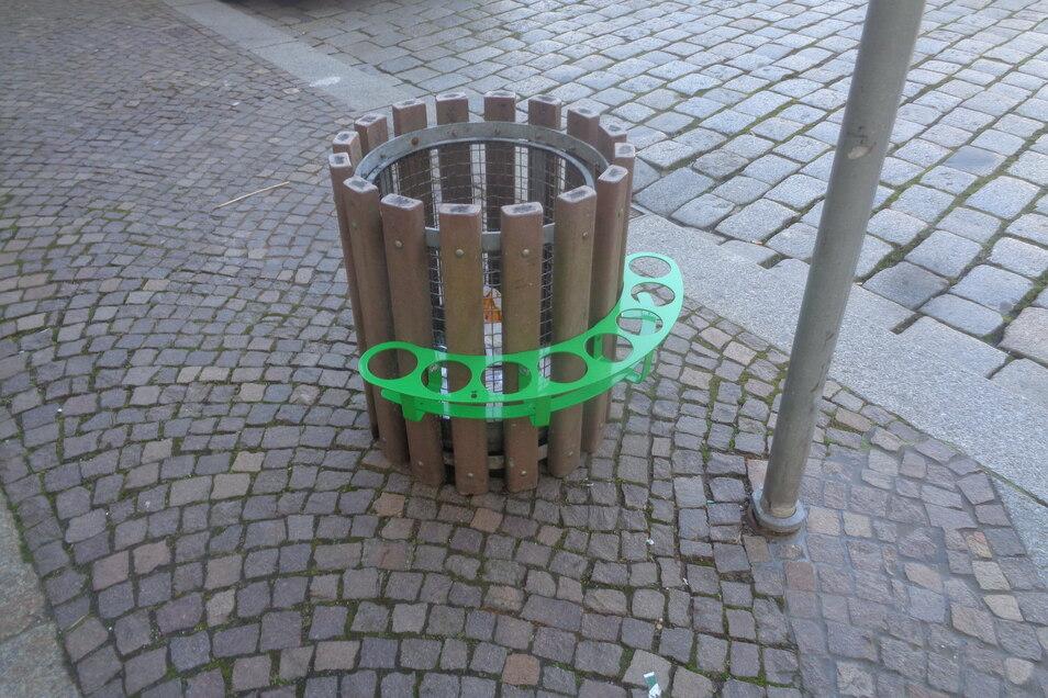 Seit einigen Tagen an Großenhainer Papierkörben zu finden: der Pfandring - eine Erfindung des Kölner Produktdesigners Paul Ketz.