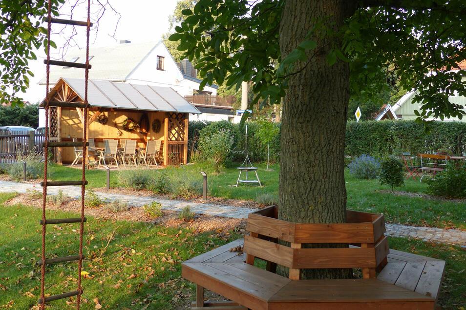 Den Garten finden die Proskes besonders behaglich. Hier darf nicht nur entspannt, sondern auch gekostet werden.