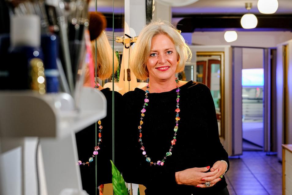 Manja von Wildenhain in ihrem neuen Reich: Seit Anfang des Jahres gehört der Maskenbildnerin ein Make-up- und Sonnenstudio in Radebeul.