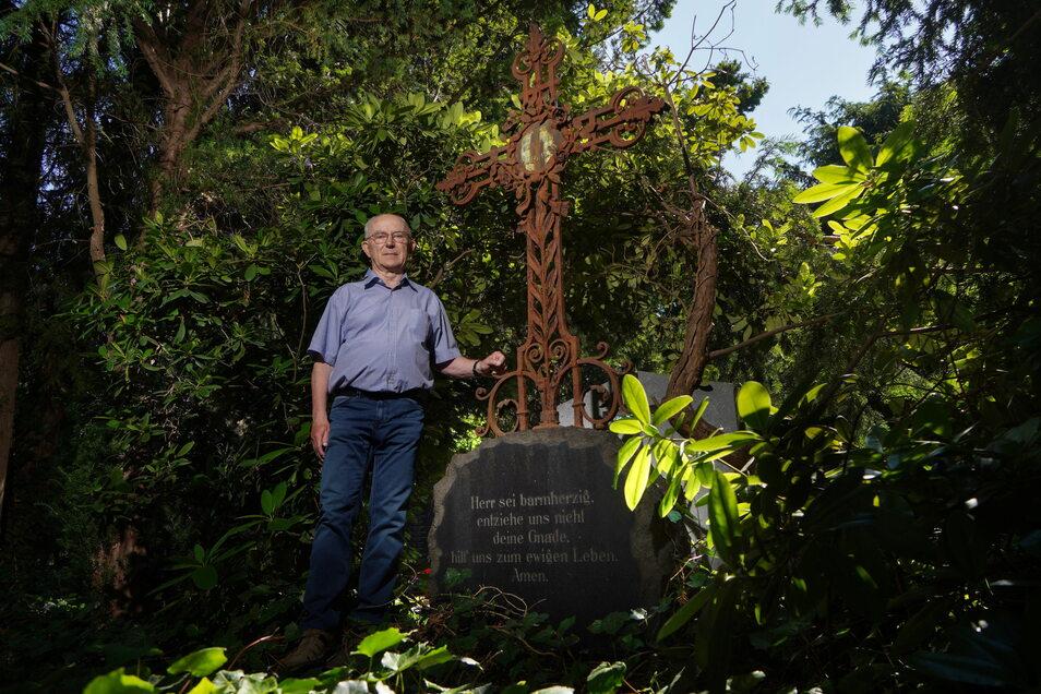 Stadtführer Heinz Henke war zuerst auf das geschmiedete Kreuz an der Grabanlage der Bulnheims in Bautzen aufmerksam geworden. Mit der Familiengeschichte hat er sich erst danach beschäftigt.