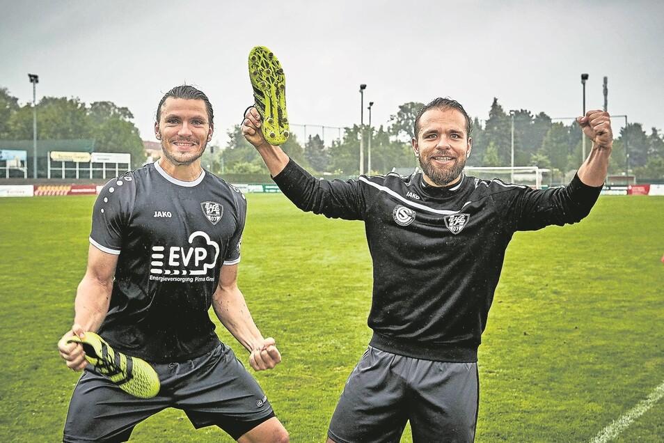 Stefan Höer (links) und und Eric Prentki, letzter VfL-Torschütze in dieser Saison, freuen sich auf die Sommerpause. Die Copitzer beendeten die Landesliga-Serie als Siebenter.