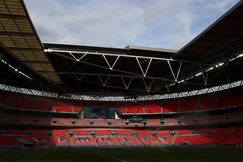 Das Achtelfinale zwischen England und Deutschland wird in Wembley-Stadion vor 45.000 Zuschauern gespielt - trotz Corona und sich verbreitender Delta-Variante.