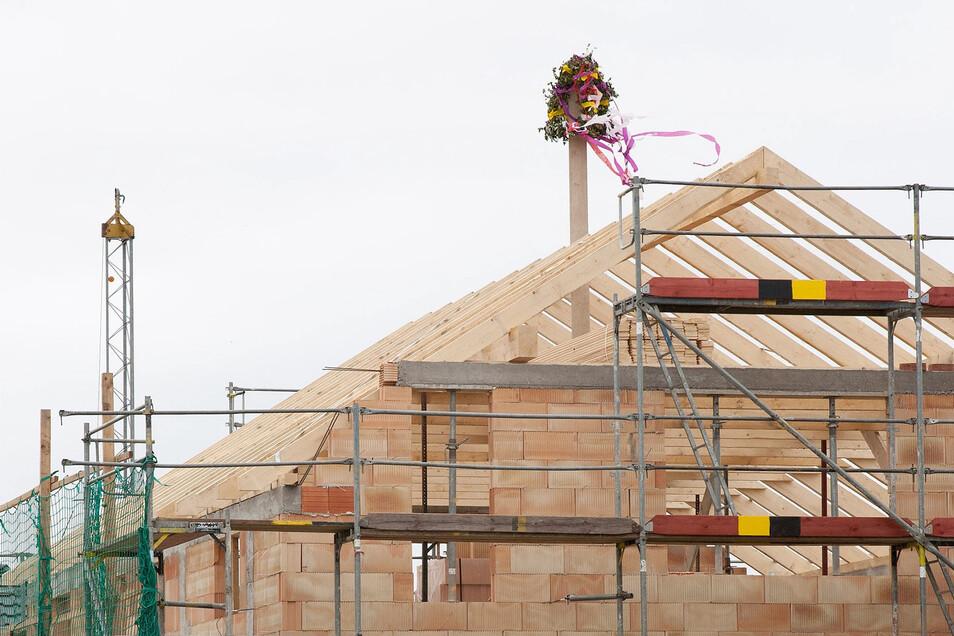 Die Raten, die Bauherren zahlen, richten sich am besten nach dem Baufortschritt.
