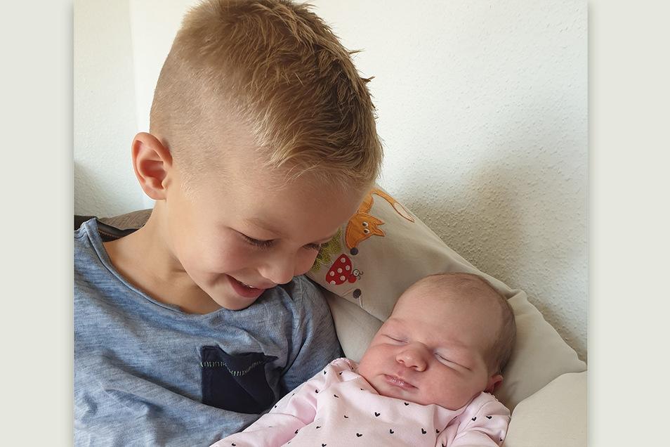 Mara mit Bruder Donnie, geboren am 14. August, Geburtsort: Kamenz, Gewicht: 4.435 Gramm, Größe: 54 Zentimeter, Eltern: Ina Schöne und Heiko Neumann, Wohnort: Pulsnitz