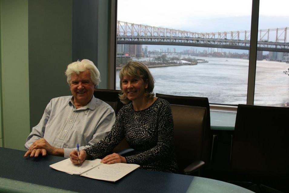 Nobelpreisträger und Neumarkt-Investor Gunter Blobel in seinem New Yorker Büro mit Blick auf den East River und die Queensboro-Brücke im Interview mit SZ-Redakteurin Katrin Saft.