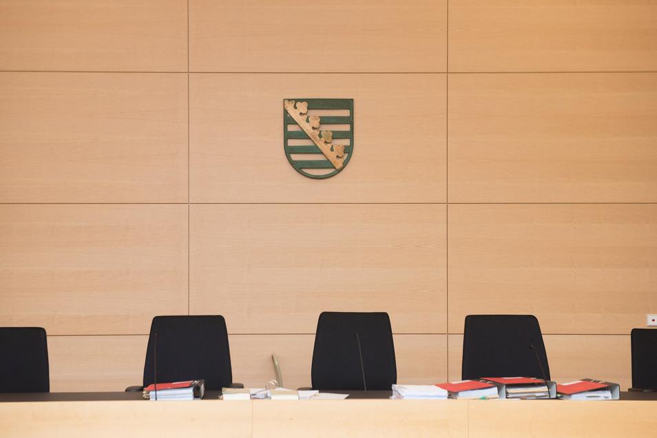 Das Landgericht Dresden entscheidet auch über die Unterbringung von Tätern, die zwar gefährlich, aber aufgrund ihrer Krankheit nicht schuldfähig sind. Ein 32-Jähriger hat die Richter nun überzeugt, dass er seine Krankheit jetzt im Griff hat.