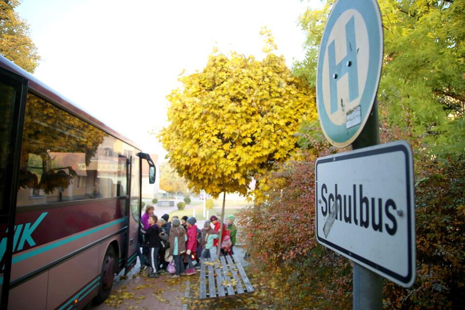 Der Schulbus-Verkehr ist im Landkreis Görlitz zum Politikum geworden.