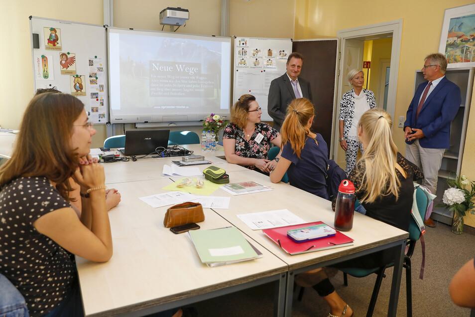 Mit Vertretern der Landesämter für Schule und Bildung aus Dresden und Bautzen wurde die neue Lehrerausbildungsstätte eröffnet.