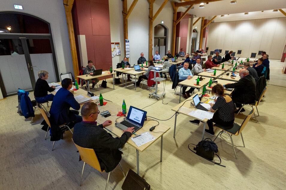 Die Sitzung des Wilsdruffer Stadtrats fand unter besonderen Corona-Schutzmaßnahmen im Vereinshaus Kleinbahnhof statt.