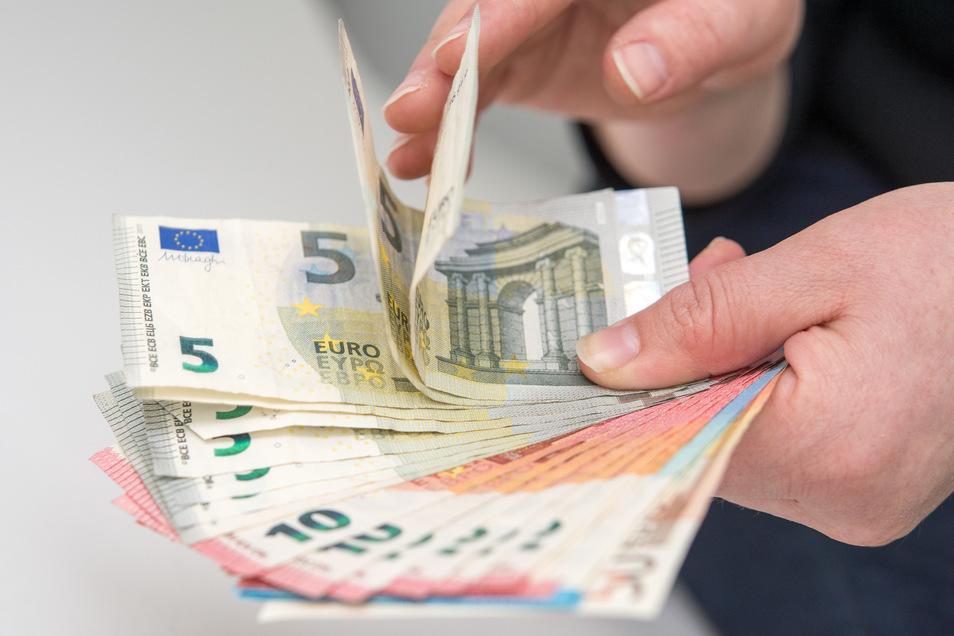 Mehrmals nahm eine Freitalerin Geld aus der Kasse ihres Arbeitgebers.
