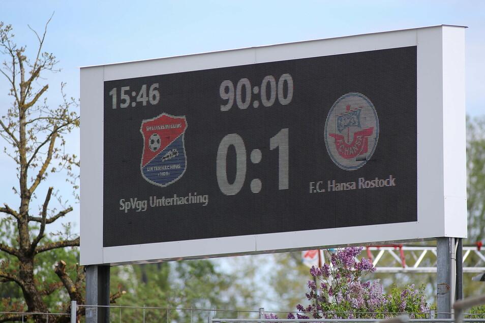 FC Hansa Rostock gewinnt knapp beim Absteiger in Unterhaching und verdrängt Dynamo von Platz eins - zumindests bis Sonntag.