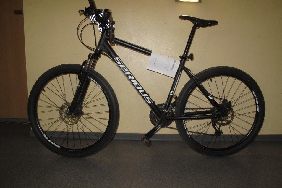Dieses Mountainbike der Marke Serious Rockville haben die Polizisten beschlagnahmt.