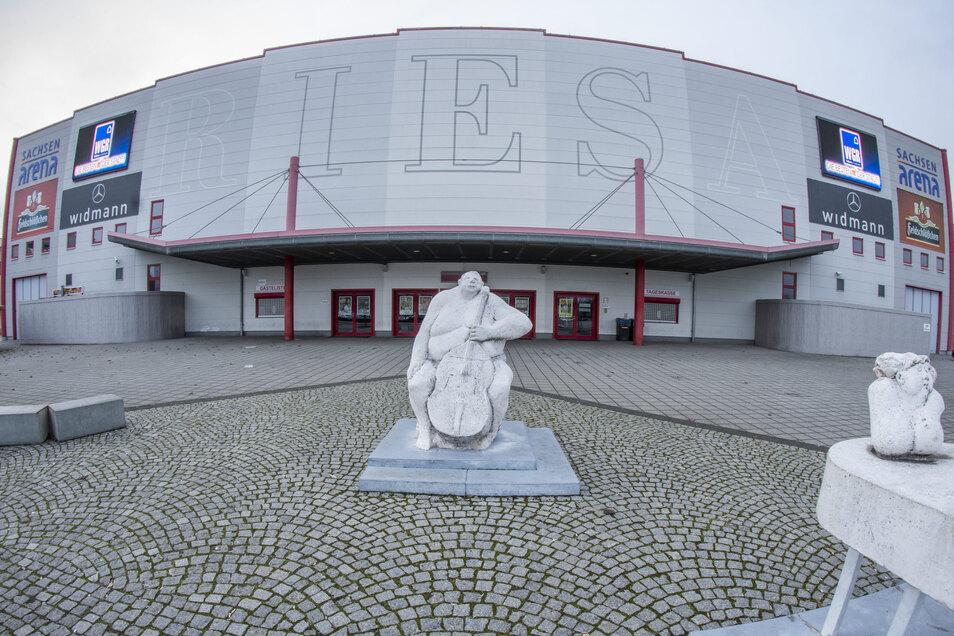 In der Sachsenarena fanden jahrelang die Pokal-Finale der Handball-Frauen statt. Derzeit steht ein Zwangsumzug der Leipziger Handball-Profis nach Riesa zur Debatte.
