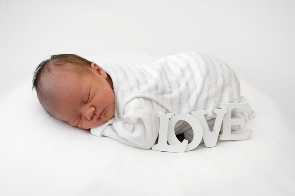 Mila Alisala, geboren am 23. Juli, Geburtsort: Freital, Gewicht: 3.200 Gramm, Größe: 50 Zentimeter, Eltern: Kwanjit Kongkerd und Stephan Markwart, Wohnort: Freital