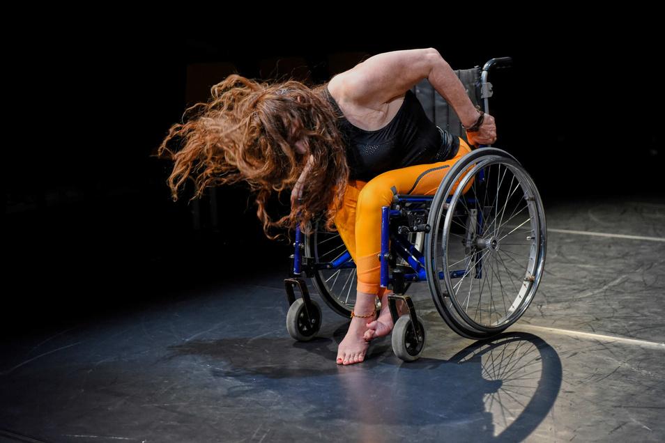 """Every Body Electric"" heißt dieses Tanzstück von Doris Uhl. Foto: Peter Empl"