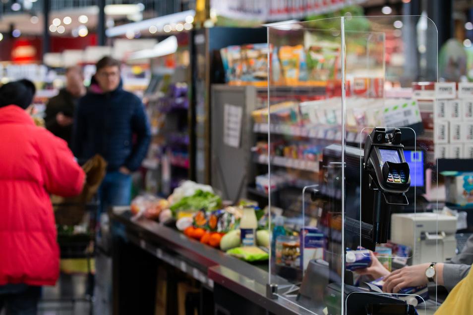 Etliche Handelsunternehmen bitten ihre Kunden, nicht erst kurz vor Ostern einkaufen zu gehen.