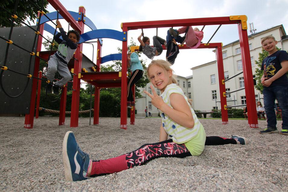 Auf dem Außengelände des Horts in Leisnig am Lindenplatz haben Klara und ihre Freunde viel Platz zum Toben.