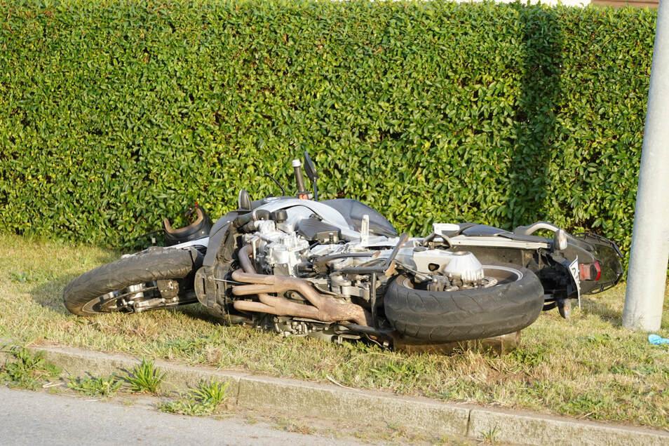 Die Maschine lag nach dem Unfall neben der Straße.