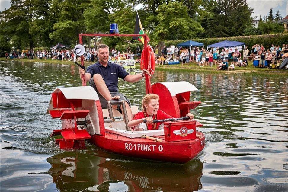 Dem erstem Platz holte das Löschboot Ro 1 Punkt 0 mit Jörg Schnelle und Tochter Paula .