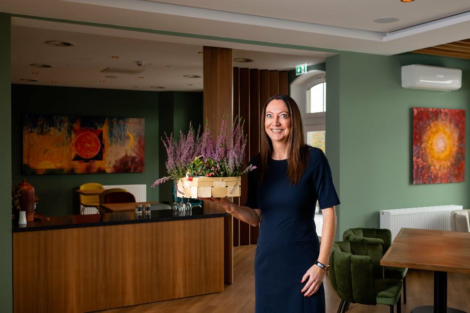 Hotelchefin Angelika Müller im neuen Restaurant mit insgesamt 50 Plätzen. Hier sollen gehobene Küche und ayurvedische Gerichte serviert werden. Noch sitzt ein Teil des Küchenteams jedoch coronabedingt in Sri Lanka fest.