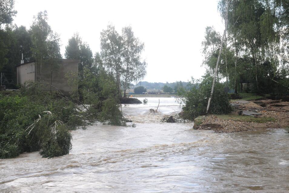 Beim August-Hochwasser 2010 durchbrach der überfüllte Krystina-See den Damm zur Neiße.