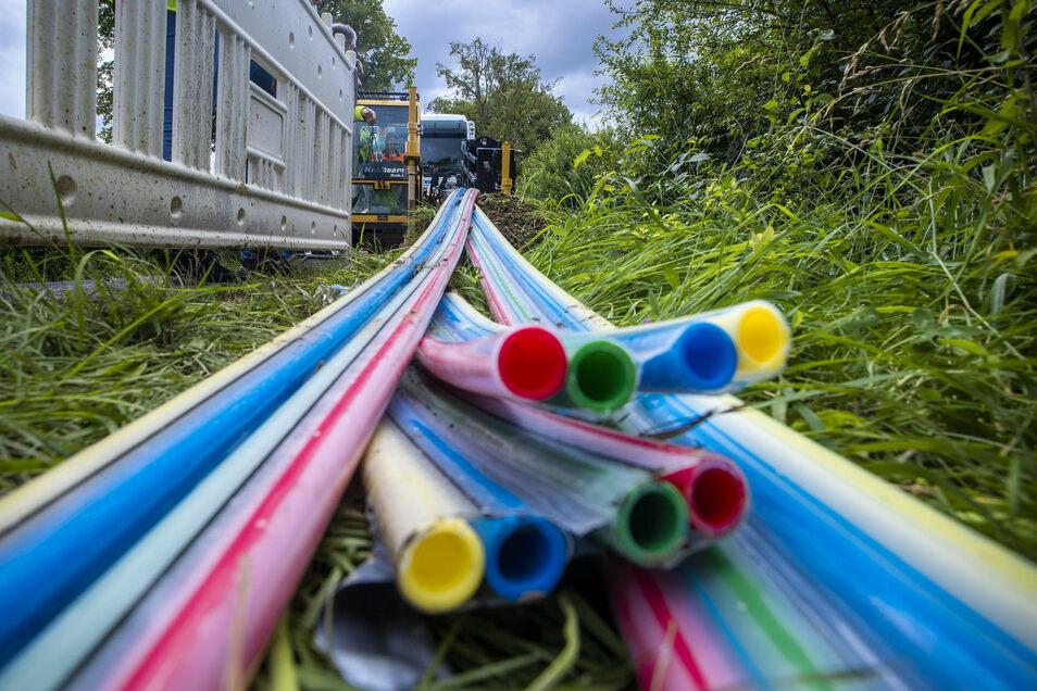 Elf Kilometer Glasfaser liegen jetzt in Hellendorf und Markersbach in der Erde.