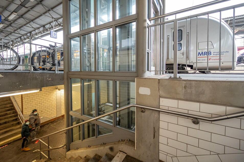 Ab Montag kann der Aufzug am Bahnsteig 1 für die nächsten Wochen und Monate nicht genutzt werden.