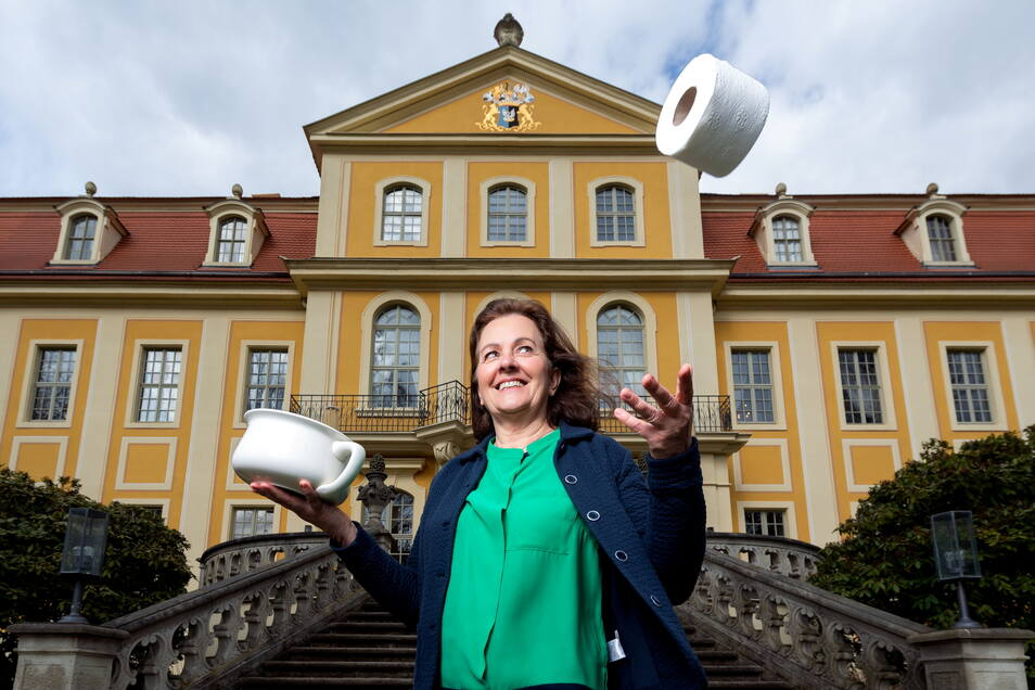 Eine Ausstellung im Barockschloss Rammenau wird sich demnächst Toiletten und allem, was dazugehört, widmen. Schlossleiterin Ines Eschler verrät vorab einige Details.