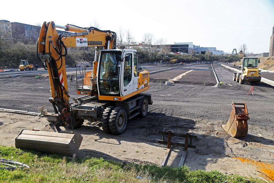 Am künftigen Mitarbeiterparkplatz laufen mittlerweile die Bauarbeiten.