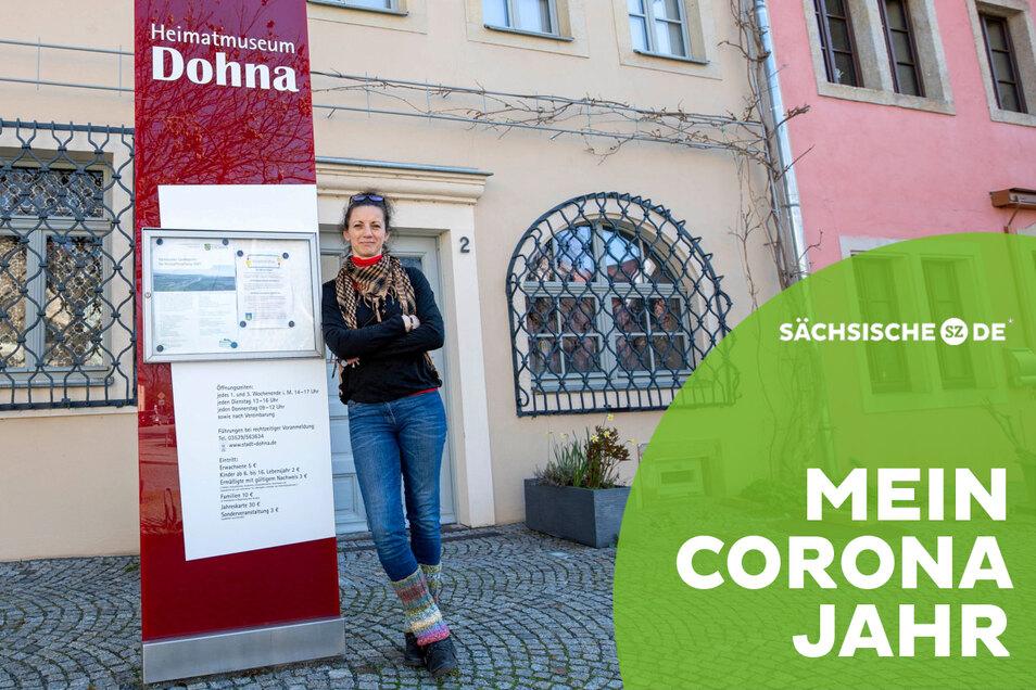 Kathrin Penndorf vor dem Dohnaer Museum, das sie derzeit fast für sich allein hat.