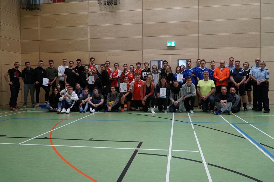 Beim Volleyballturnier nahmen Mannschaften des Gymnasiums Zittau und Luban sowie der Gymnasien aus Varnsdorf, Liberec, Rumburk teil - und eine Delegation der Bundespolizei.