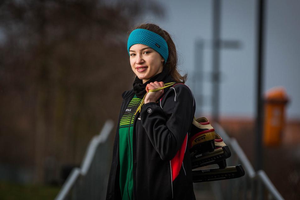 Eisschnellläuferin Lina Poddubnaia will nach dem deutschen Meistertitel nun auch international überzeugen.