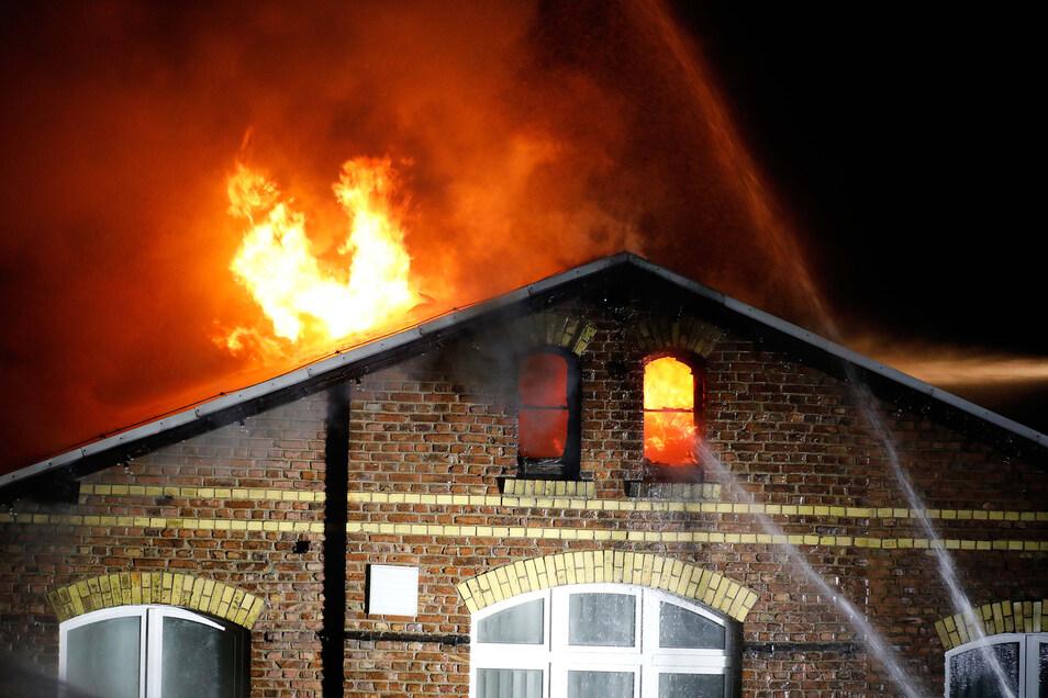 """In der Nacht zum 30. März 2017 brannte in Frankenberg die Firma """"Color Textil"""" nieder. Am Montag musste sich der Technische Leiter vor dem Amtsgericht in Döbeln verantworten."""