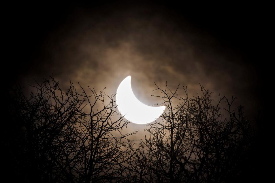 Am 20. März 2015 hatte sich der Mond vor die Sonne geschoben. Erstmals seit sechs Jahren ist am Donnerstag über Deutschland wieder eine partielle Sonnenfinsternis zu sehen.