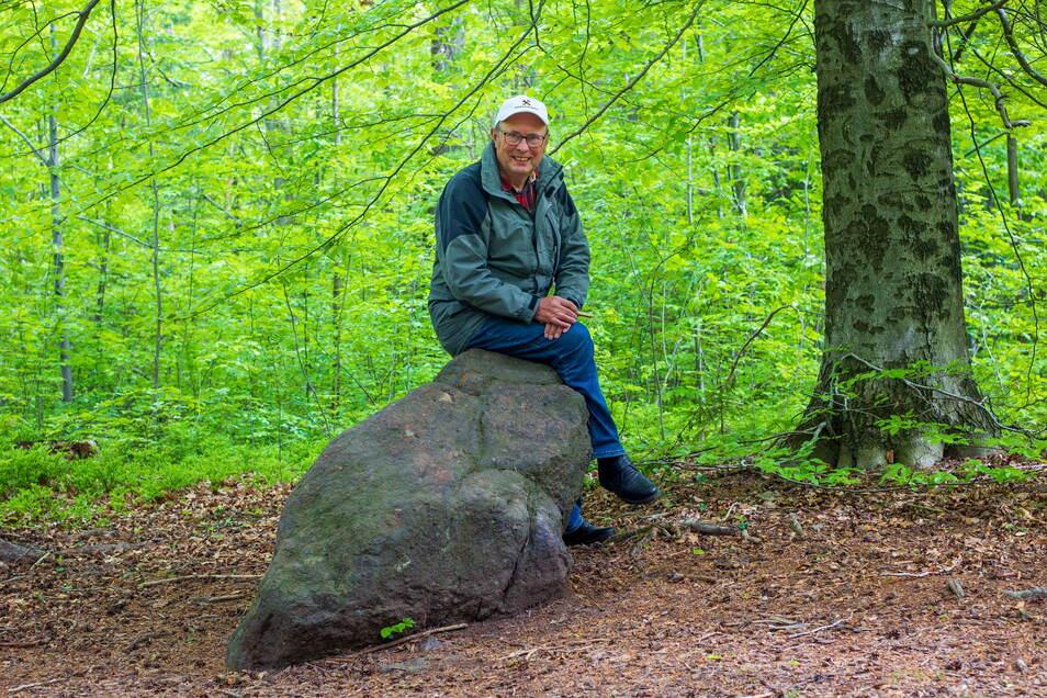 """""""Durch den Wald gewütet."""" Gästeführer Rolf Mögel aus Spechtshausen geht es gegen den Strich, wenn Waldwege nach der Holzernte im Schlamm versinken."""