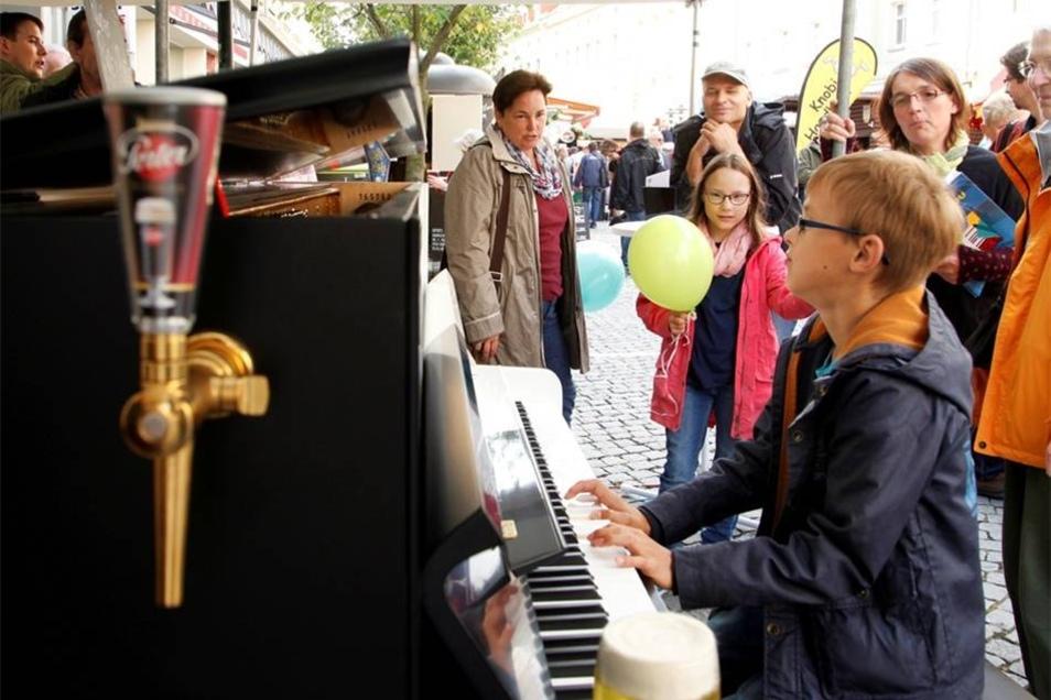 Die Löbauer Piano-Fabrik August Förster ist mit einem echten KlaBier dabei - und jeder darf drauf spielen.