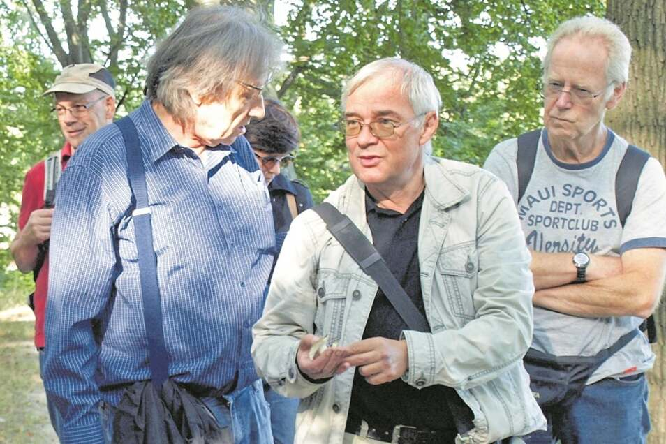 Pilzberater Uwe Bartholomäus (Mitte) aus Hähnichen führte die Pilztour mit.