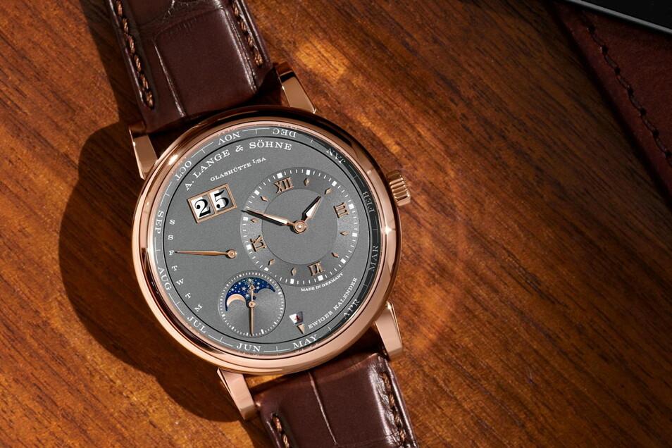 Lange-Modell 2: Die Lange 1 Ewiger Kalender in Rotgold. Diese Uhr kostet 98.000 Euro, die limitierte Version in Weißgold mit Rotgold-Zifferblatt 109.000 Euro.