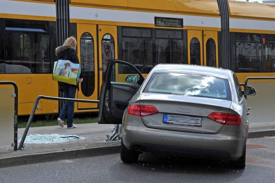 Erneut kam es in Dresden zu einem Unfall an einer Straßenbahn-Haltestelle. Erst am vergangenen Wochenende krachte ein Auto auf der Wiener Straße in eine stehende Tram.