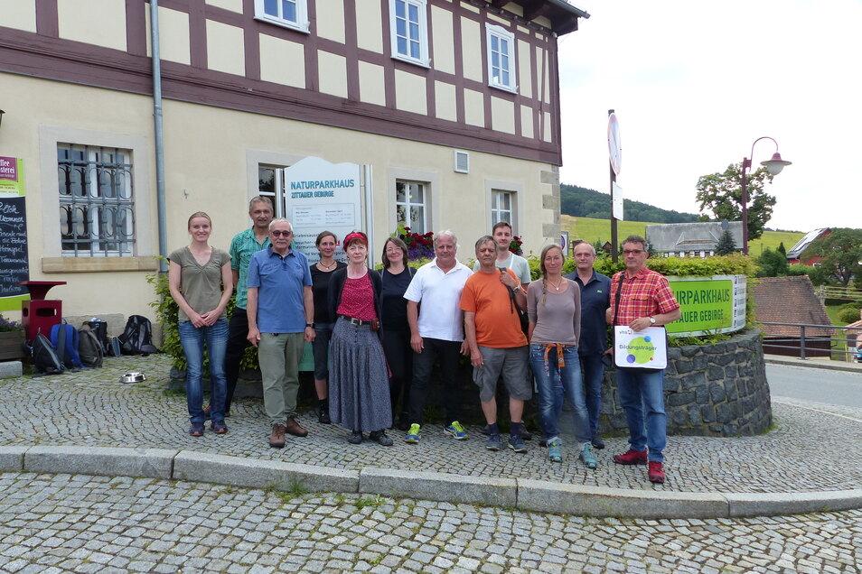 Die zehn neuen Naturparkführer können sich ab Sonnabend bei ihren ersten richtigen Führungen durchs Zittauer Gebirge beweisen.