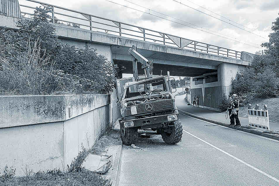 Dieser Unimog hat am Mittwoch bei Nünchritz für einen aufsehenerregenden Unfall gesorgt.