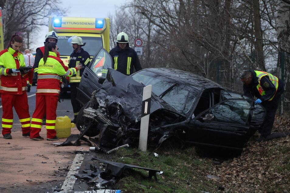 Ein BMW-Fahrer hatte offenbar die Kontrolle über sein Fahrzeug verloren und war in den Gegenverkehr geraten.